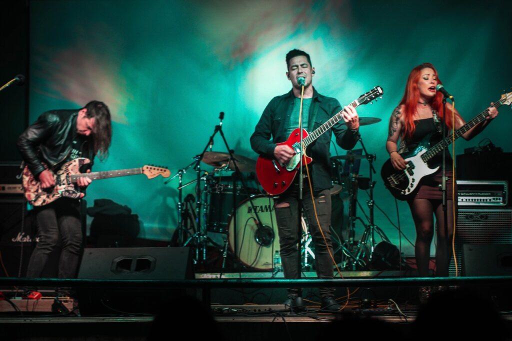 la banda latinoamericana de indie rock camargo estrena su sencillo junio camargo 2020 4