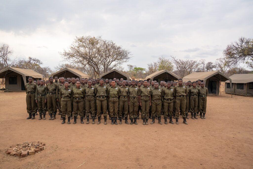 akashinga documental que muestra a mujeres africanas en la lucha por los elefantes sin violencia original 1598894305 akashinga aka ng 002 2