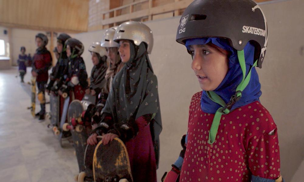 aprendiendo a patinar en zona de guerra documental sobre las ninas de afganistan skateistan 1