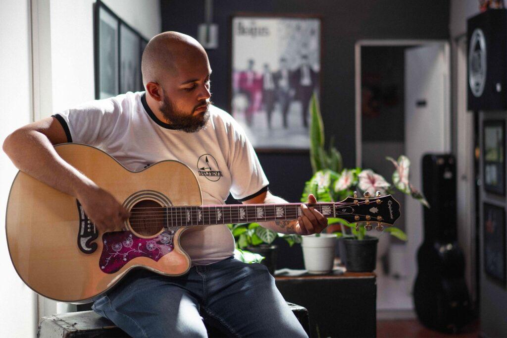 el cantautor colombiano pepe cosme lanza su ep debut no es soledad pepe cosme 1