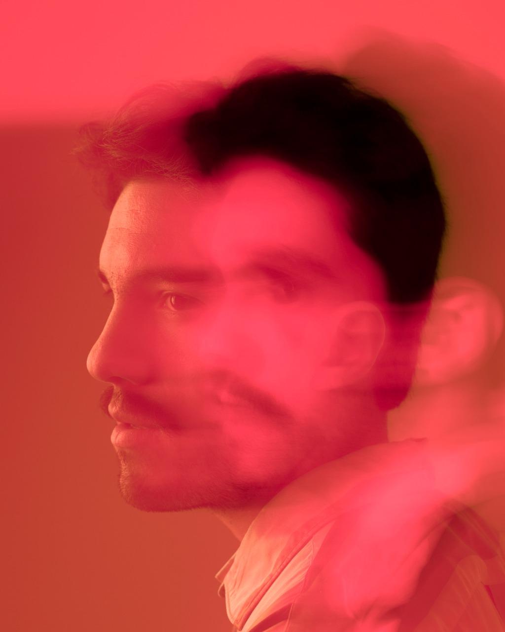 cesar avila lanza su disco debut un trabajo cargado de glamour y romanticismo cesar avila 4