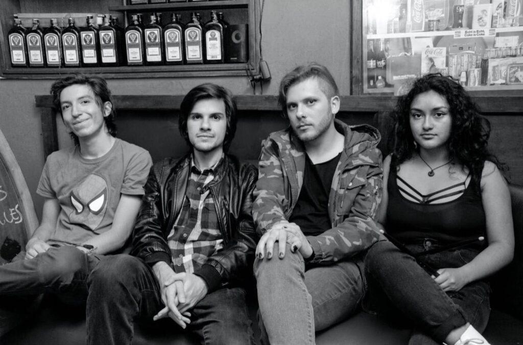la banda de indie rock colombiana perlas finas presenta enajenados perlas finas 1