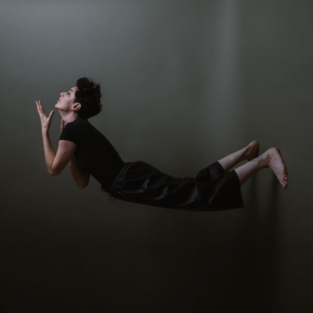 hela san presenta let go de camino al lanzamiento de su nuevo album la sangre unnamed 2