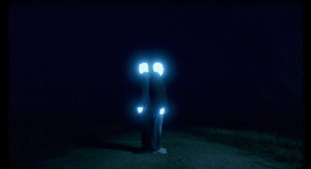 dos seres de luz generan panico tras su aparicion en varias ciudades latinoamericanas amenazzy 4
