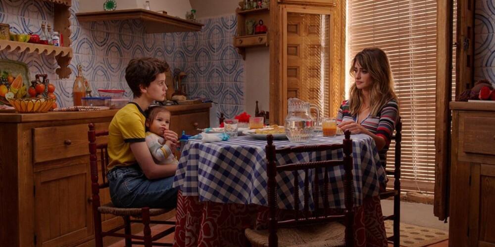 pedro almodovar vuelve en madres paralelas a contar una historia de mujeres descarga